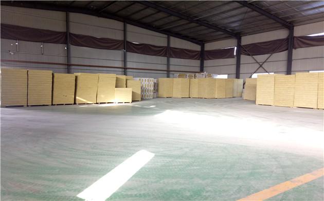 复合岩棉板仓库图片